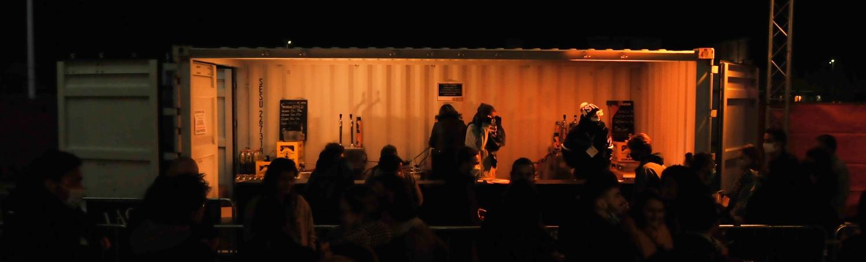 Un bar en container pour le festival Octobre à l'Ouest par ContainerZ
