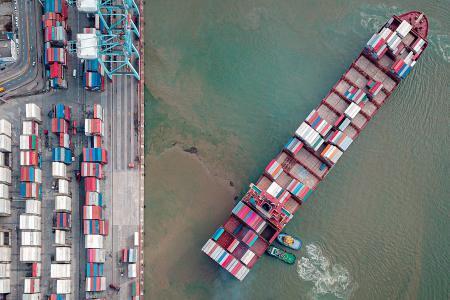 Pénurie de conteneurs et hausses tarifaires: de nouveaux rebondissements