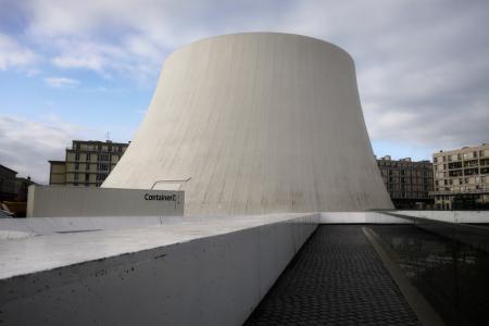 Quel est ce container au pied du Volcan ?